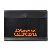 <img class='new_mark_img1' src='https://img.shop-pro.jp/img/new/icons14.gif' style='border:none;display:inline;margin:0px;padding:0px;width:auto;' />【STANDARD CALIFORNIA】HIGHTIDE × SD GENERAL PURPOSE CASE A4 BLACK ジェネラルパーパスケース スタンダードカリフォルニア