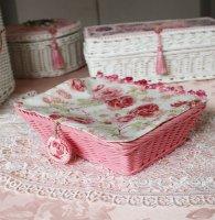 フタ付きピンクバスケット 薔薇柄