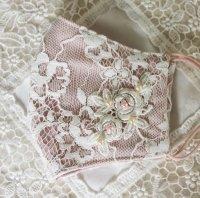 コードレース&薔薇のモチーフレース、パールビーズのマスク ペールピンク