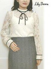 Lily Brown (リリーブラウン)<br>リボン付きレーストップス  20春夏【LWFT201055】シャツ・ブラウス