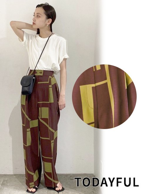 TODAYFUL (トゥデイフル)<br>Geometric Tuck Trousers  21春夏.【12110727】パンツ
