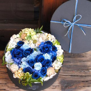 <img class='new_mark_img1' src='https://img.shop-pro.jp/img/new/icons14.gif' style='border:none;display:inline;margin:0px;padding:0px;width:auto;' />heart box flower(Blue ver.)〜プリザーブドフラワー〜