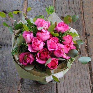 記念日にダズンローズ花束