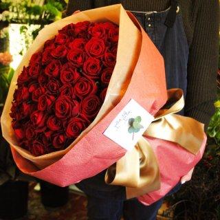 還暦祝いにゴージャス赤バラの花束
