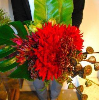 情熱の赤の花束(還暦祝いに」