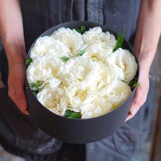 ダズンローズボックスフラワー(白いバラ12本)