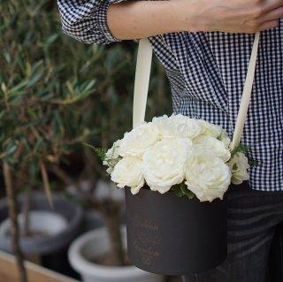 プロポーズにダズンローズショルダー(白いバラ12本)