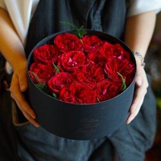 誕生日にダズンローズボックスフラワー(赤バラ12本)