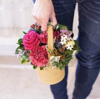 Arrangement ver.09(持ち手のあるカゴに可愛いお花)