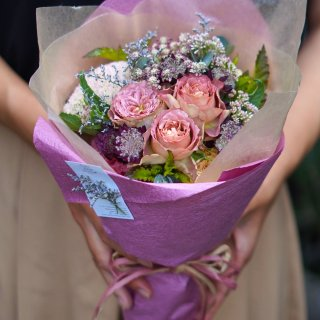 <img class='new_mark_img1' src='https://img.shop-pro.jp/img/new/icons14.gif' style='border:none;display:inline;margin:0px;padding:0px;width:auto;' />bouquet-18(繊細でアンティークな雰囲気のブーケ)