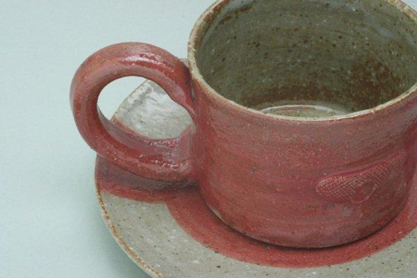 ほっとするレッドコーヒーカップ皿