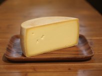 非加熱圧搾タイプ<br/>セミハードチーズ長期熟成<br/>