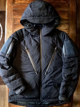 <img class='new_mark_img1' src='https://img.shop-pro.jp/img/new/icons48.gif' style='border:none;display:inline;margin:0px;padding:0px;width:auto;' />Manual Alphabet × NANGA PCU Down Jacket (navy)