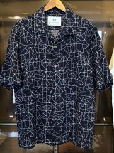 <img class='new_mark_img1' src='https://img.shop-pro.jp/img/new/icons6.gif' style='border:none;display:inline;margin:0px;padding:0px;width:auto;' />Four Seasons Garage : Geometric Open-collar Shirt (navy)