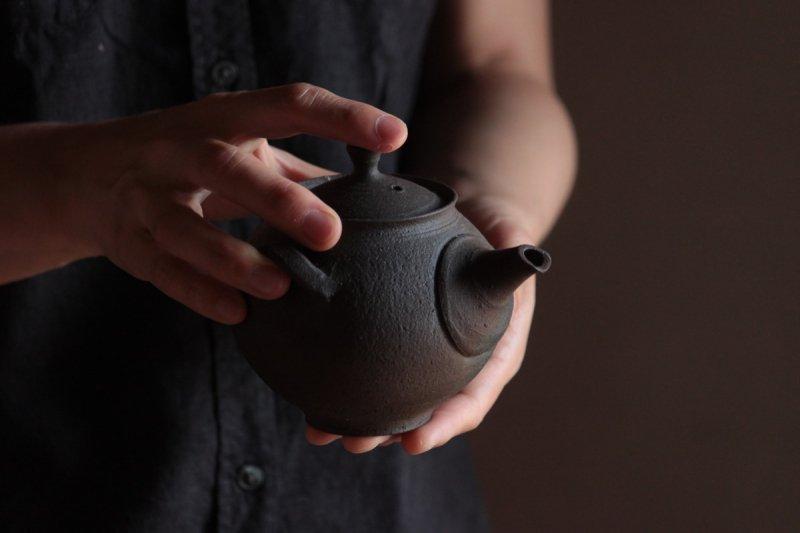 田尾明子 炭化茶注