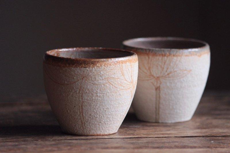 大谷桃子 ベージュハスの花フリーカップ01