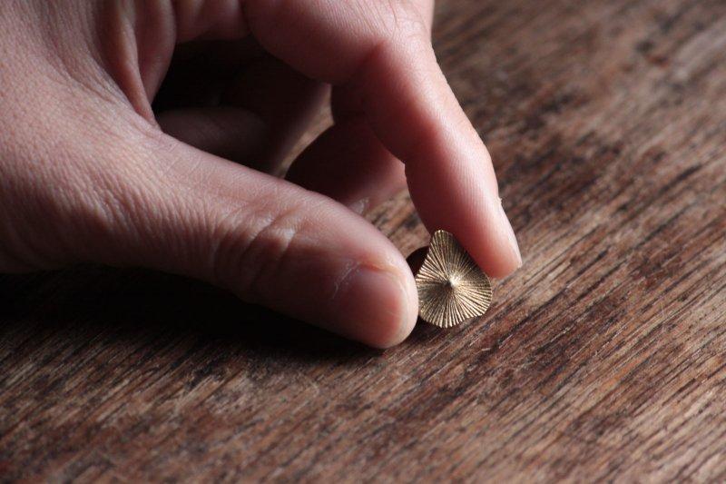 大桃沙織 種ピンブローチ-03