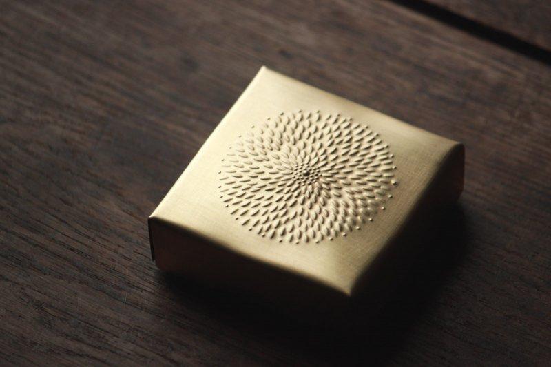 大桃沙織 箱(お香)