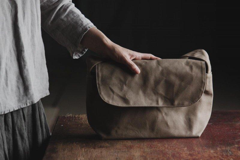 CANO postman bag_ Beige