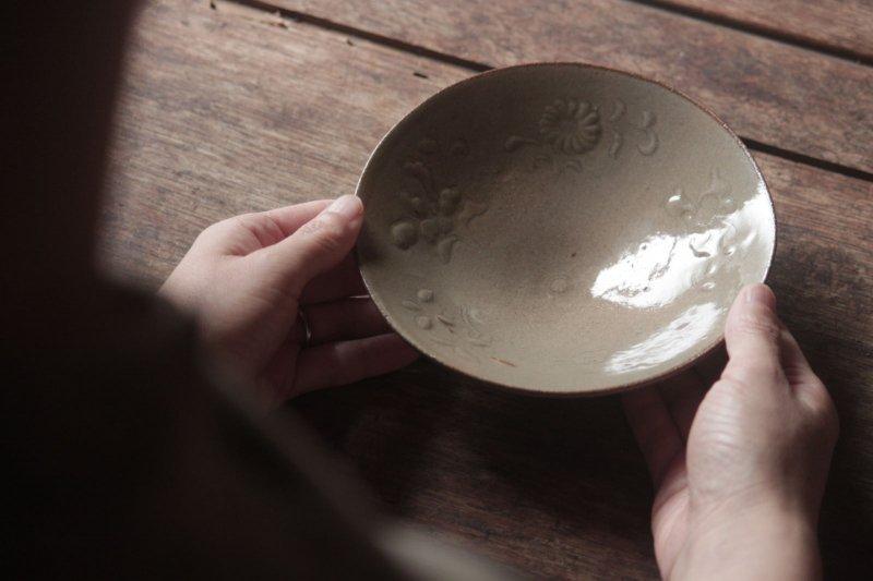 生形由香 灰釉刻花紋5寸鉢-B