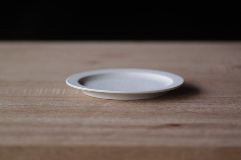 桑原典子 リム平皿13cm/真っ白