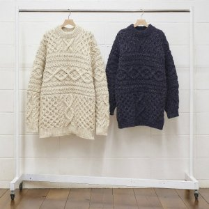 UNUSED アンユーズド hand knit cable sweater.  US1702
