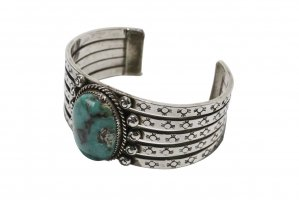 <img class='new_mark_img1' src='//img.shop-pro.jp/img/new/icons5.gif' style='border:none;display:inline;margin:0px;padding:0px;width:auto;' />Sonny Spruce  / - BISBEE TURQUOISE BANGLE - (CO_022)