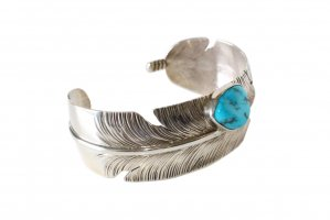 <img class='new_mark_img1' src='//img.shop-pro.jp/img/new/icons5.gif' style='border:none;display:inline;margin:0px;padding:0px;width:auto;' /> Ben Begay -FEATHER BANGLE - (CO_001)