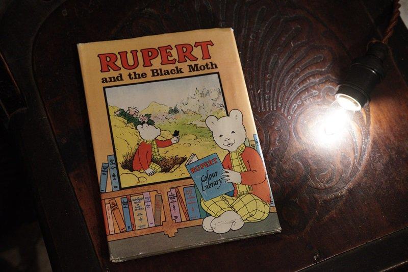 【送料無料】イギリスアンティーク 絵本 1976年発行  RUPERT and the Black Moth