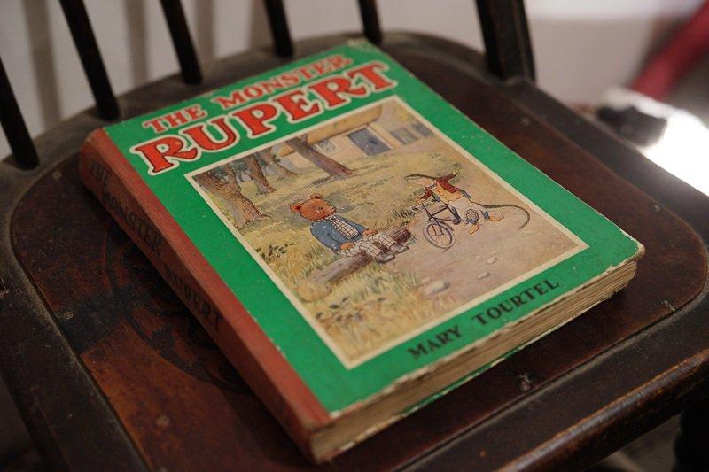 【送料無料】イギリスアンティーク 絵本 発行年数不明 THE MONSTER RUPERT MARY TOURTEL
