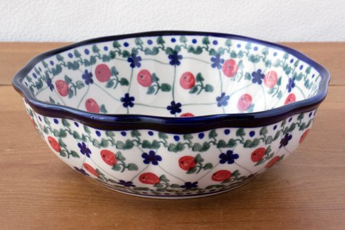 ポーランド陶器 ボレスワヴィエツ「ミレナ社」スカラップボウル 17.5cm