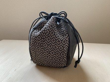 伝統柄バッグ-丸袋(墨染・大島紬)-