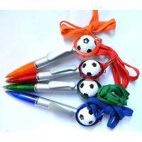【アイテムキューブ】事務・文具・ビジネス用品 > 文具 > 筆記具 | サッカーボールつき コロコロボールペン(紐付き)