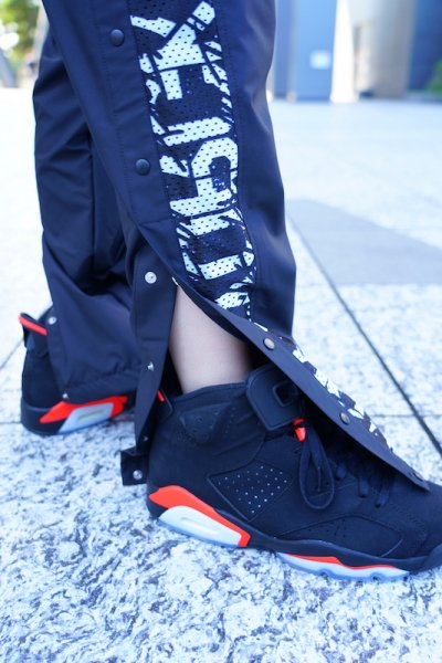 "[予約商品] RAKUGAKI(ラクガキ) / ""STENCIL & TAGGING"" BasketBall Court Warm Pants"