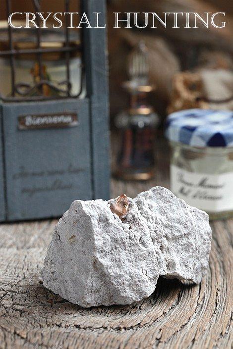 【アメリカ・トーマスレンジ産】トパーズ結晶・母岩付き原石B(プライザー人形付)