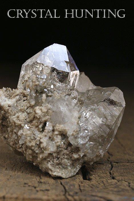 送料無料【スイス産】アルプス水晶原石・レインボー入り(プライザー人形付)