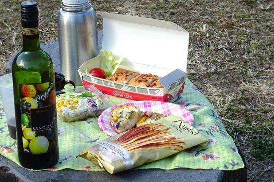 ホットワインとお弁当