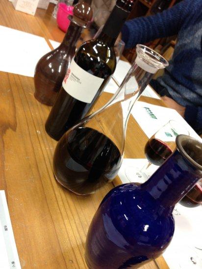 信楽焼ワインデキャンタのブラインドテイスティング風景