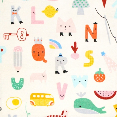 <img class='new_mark_img1' src='https://img.shop-pro.jp/img/new/icons58.gif' style='border:none;display:inline;margin:0px;padding:0px;width:auto;' />Paintbrush Studio Fabrics Animal Alphabet 120-21823 ABC Alphabet