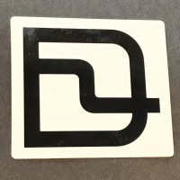 DEELUXE ディーラックス スノーボード ステッカー 【LOGO STICKER】 黒/白 7×6.2cm 新品正規 (メール便)