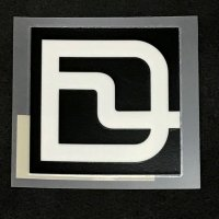 DEELUXE ディーラックス【LOGO】黒 4cm プリンタックステッカー 新品正規(メール便)