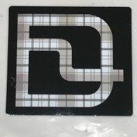 DEELUXE ディーラックス【D LOGO】黒/チェック 7cm ステッカー 新品正規(メール便)
