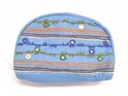 ミラー刺繍ラウンドポーチ地層(水色)の商品画像