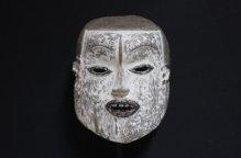 エコイ族 少年のような顔のマスク(台付)