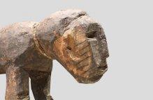 ロビ族 呪術師の祠の犬像
