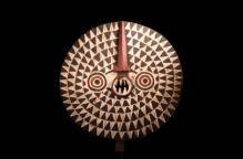 ブワ族 野生のフクロウを表したマスク(スタンド付)