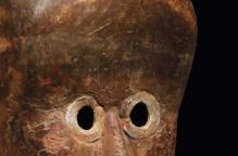 ダン族 金属の目をした初期マスク(台付)