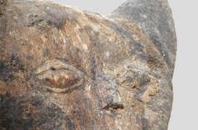 ロビ族 ネコのトーテムポール