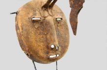 [特別価格] 部族不明 カメレオンが顔にくっついた鉄のマスク