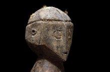 ロビ族 手を大きく広げた葬儀のための彫像